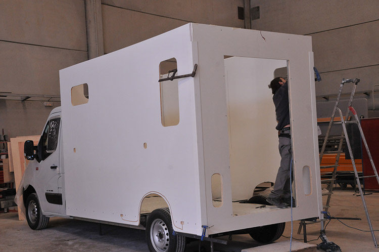 Carrosserie Ameline es capaz de personalizar furgonetas para transportar caballos