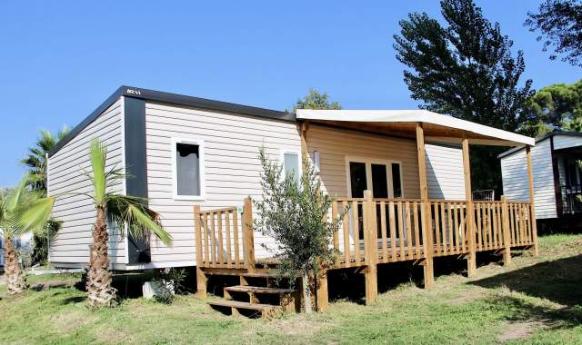 Chalets, mobil-homes, tentes… découvrez les nombreuses locations proposées par le camping Site de Gorge Vent !